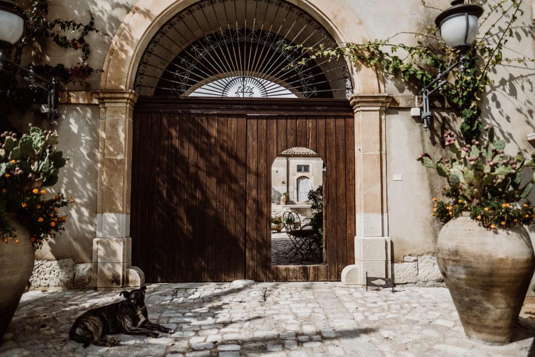 Ein Landhaus in der Natur, Sizilien Umgebungsbild