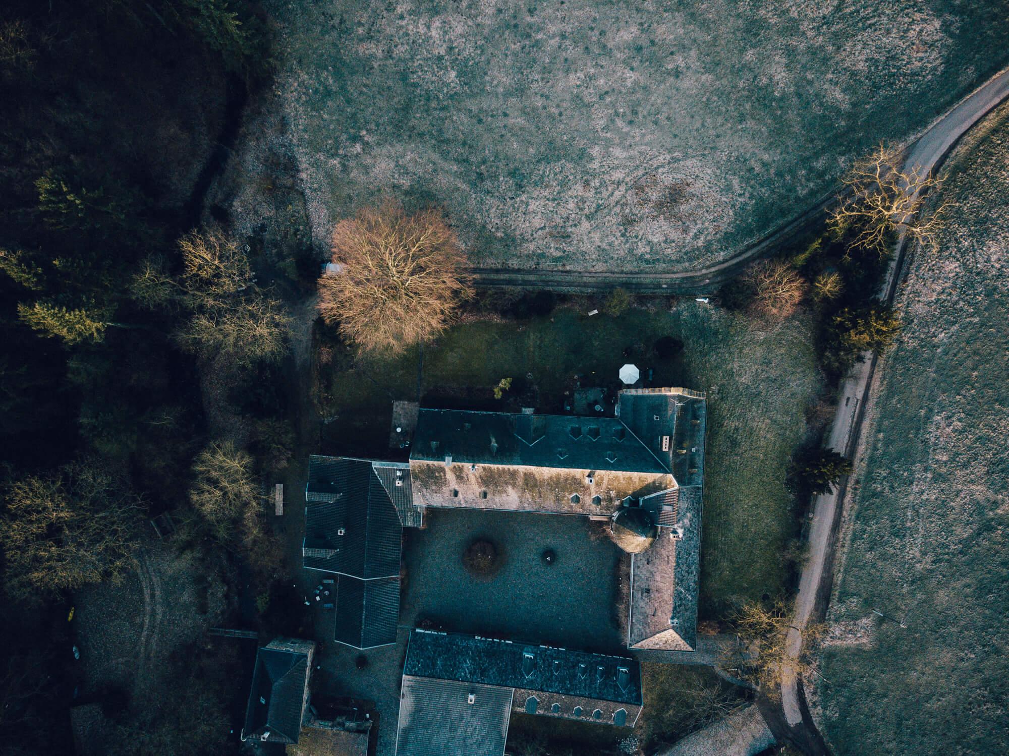 Kloster Schweinheim Yoga Retreat Vogelperspektive